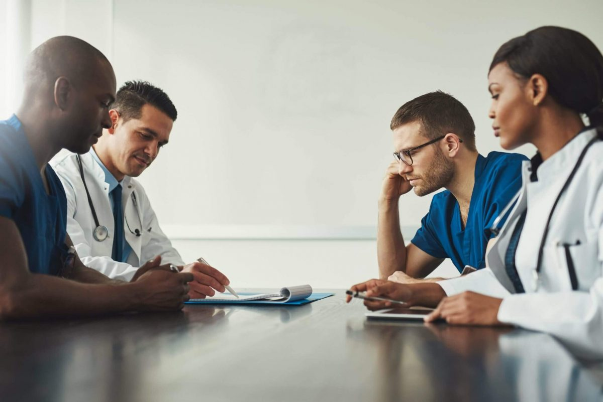 medical-staff-meeting-disucssing-the-key-to-hipaa-compliance-cloudapper